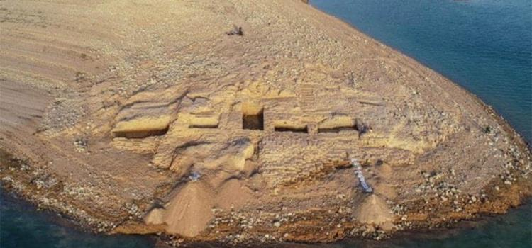Sequía deja al descubierto palacio en Irak de hace más de 3 mil años.