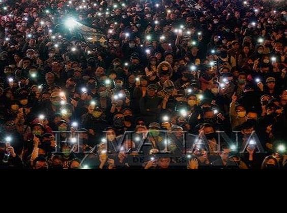 Miles protestan en Hong Kong