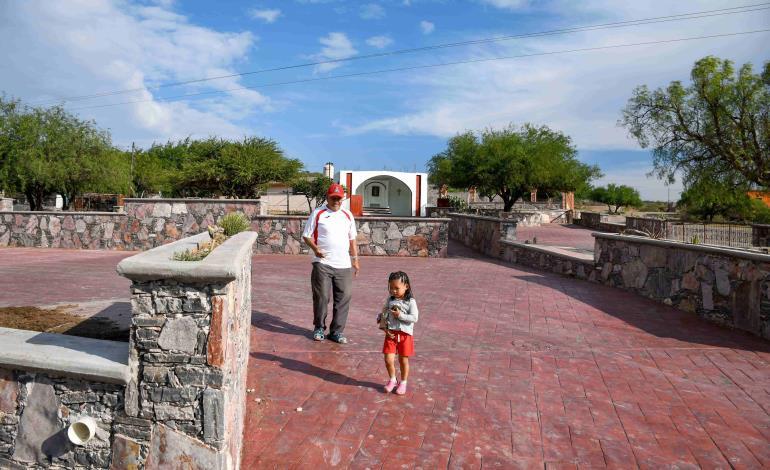 Edifican plaza en Contrahierba
