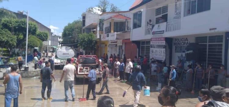 Comerciantes asearon Plaza