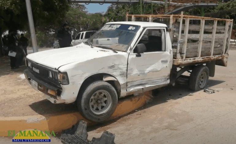 Aparatoso choque entre dos camionetas