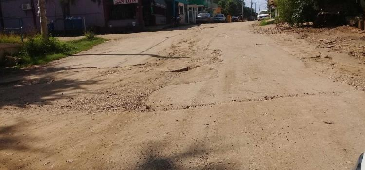 Arreglar calles exigen vecinos