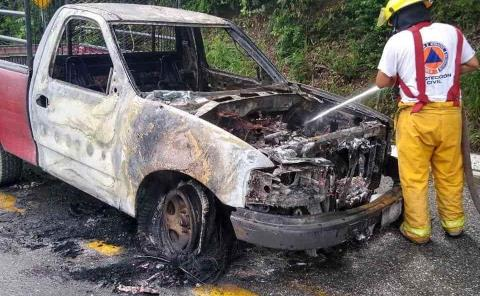 Se quemó carro por corto circuito
