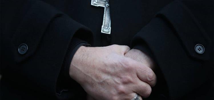 Abuso sexual de sacerdote