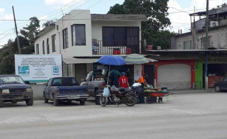 Mercantes foráneos continúan vendiendo