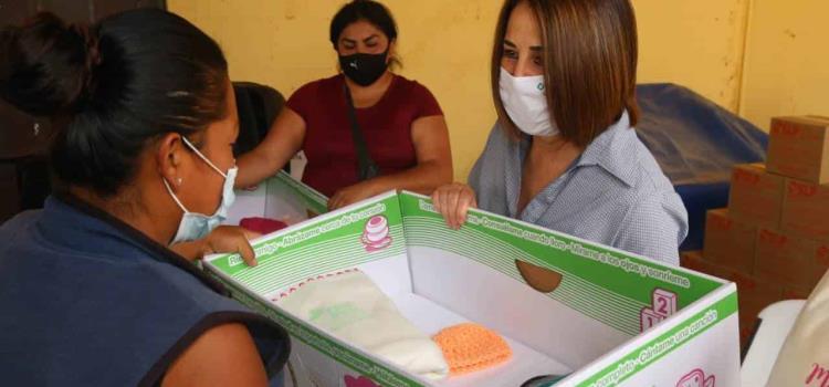 Otorgó Lorena Valle apoyos alimentarios