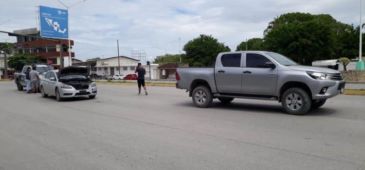 Chocaron auto y una camioneta