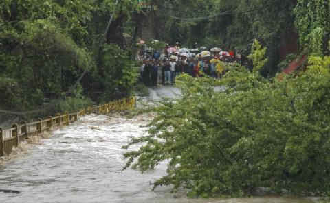 Amenazan huracanes