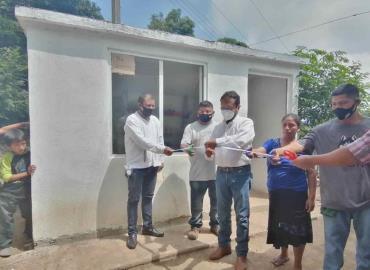 Alcalde inauguró cuartos dormitorios