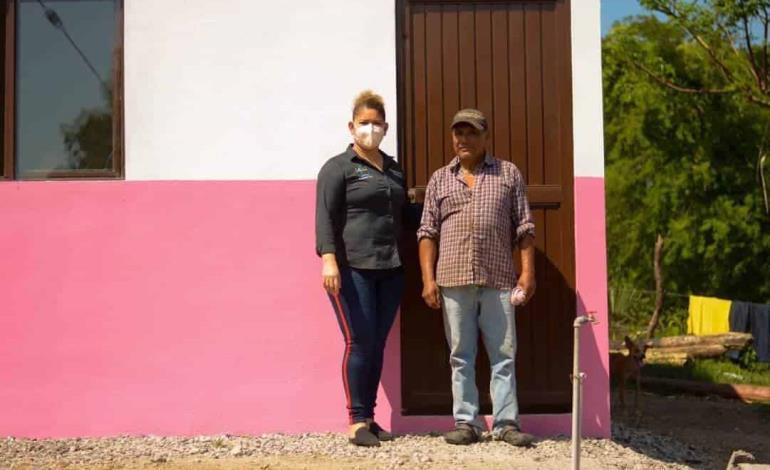 Entregaron casas en El Huamúchil
