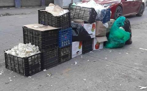 Locatarios ensucian área de mercados