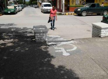 Necesarias rampas para sillas de ruedas