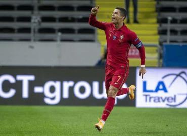 Cristiano Ronaldo marca su 100º gol