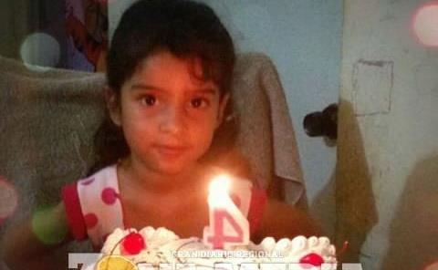 Lupita apagó las velitas de su pastel