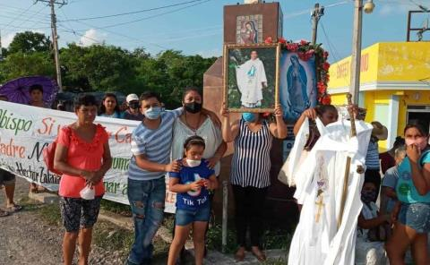Piden permanencia del sacerdote Pedro