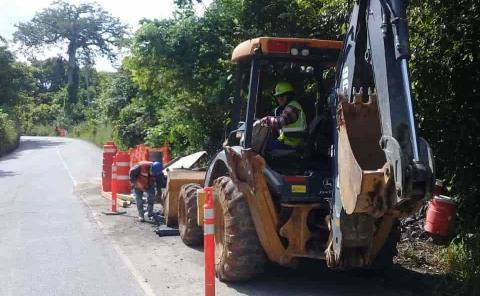Reparan tramos dañados en vía