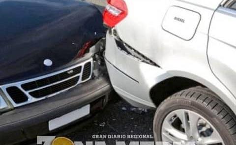 Mujer causó un accidente