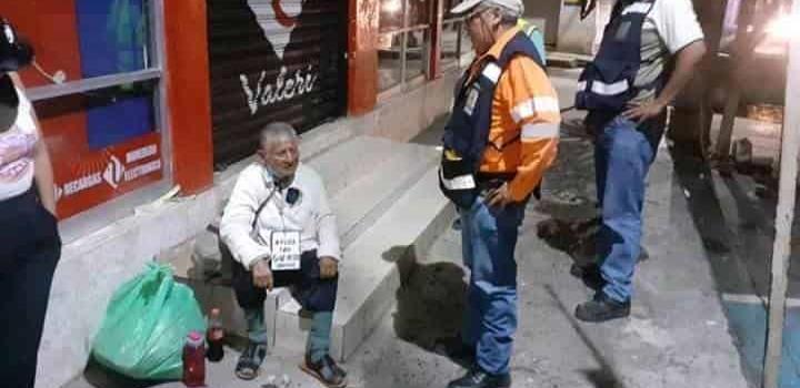 Resguardan a un anciano