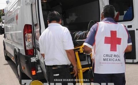Mujer motociclista herida al derrapar