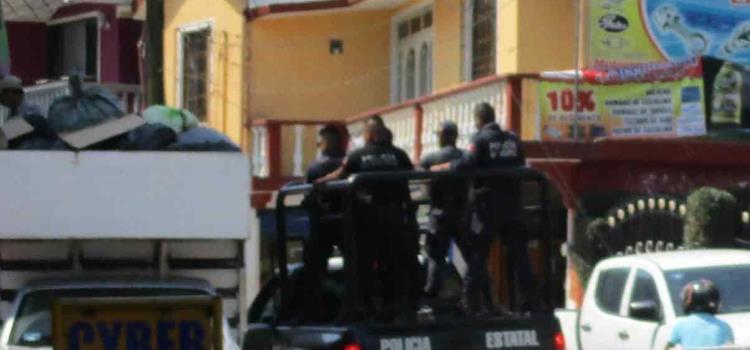 Balacera frente a policías