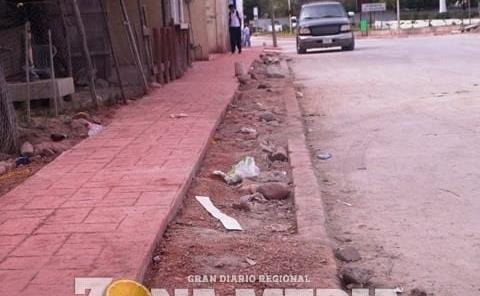 Calle pavimentada por ex alcalde está dañada