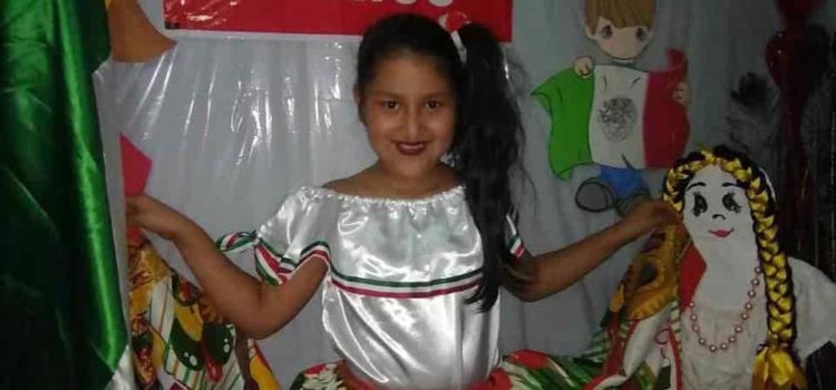 Aliz Nahomi, feliz celebró el Día de la Independencia.