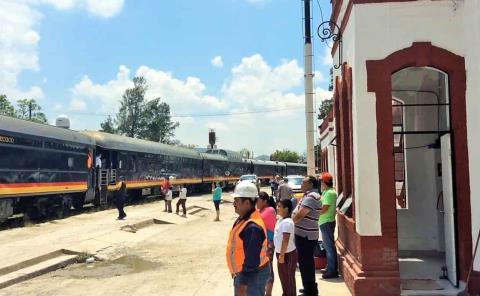 Tren de pasajeros cerca de regresar