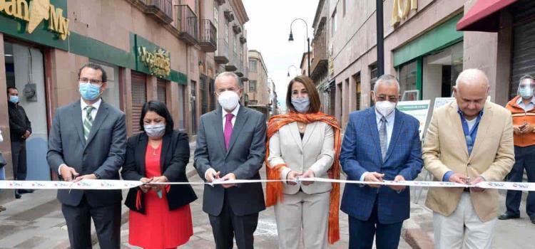 Inauguró Carreras la calle 5 de Mayo