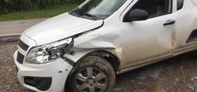 Mujer casi sale herida en accidente