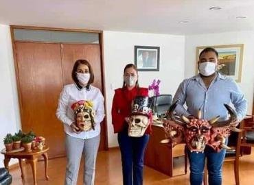 Donaron máscaras artesanales al DIF
