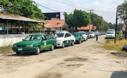 Surge bronca entre taxistas