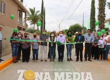 Lety Vázquez inauguró 2 calles pavimentadas