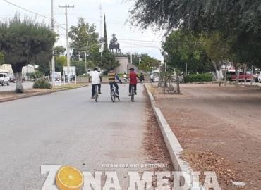 Grupos de ciclistas siguen reuniéndose