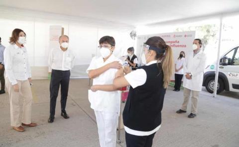 Inició vacunación contra influenza
