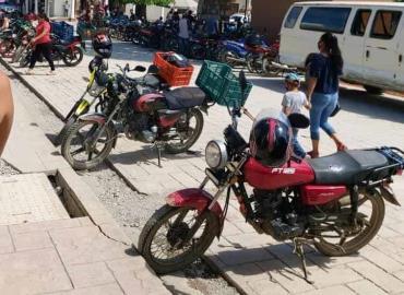 Piden aplicar ley a motociclistas