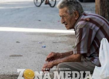 Ancianos golpeados por hijos y los nietos