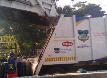 Sanitizan a diario carros recolectores