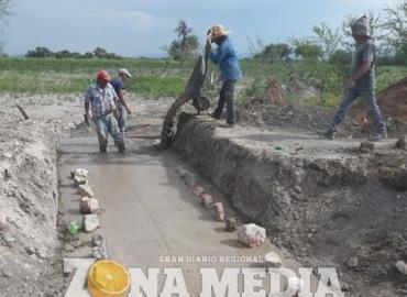 Construyen puentes, camino a Palo Seco