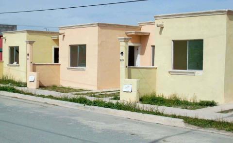 Aumenta 'invasión' de casas en Valles