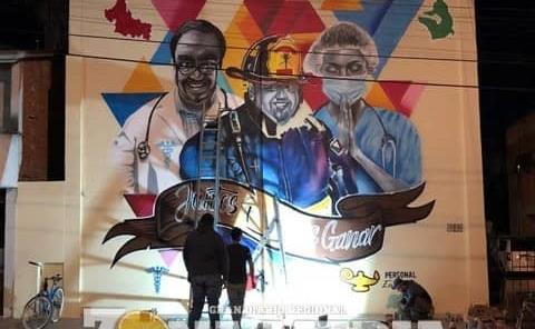 Mural en honor a quienes luchan contra el Covid-19