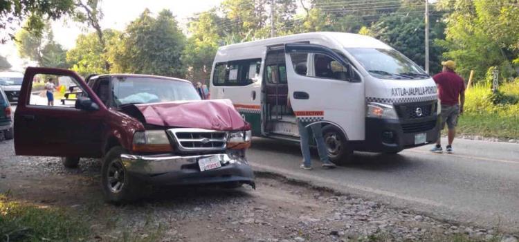 Dos lesionados en aparatoso choque