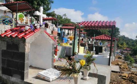 Cerrarán panteones en Tamazunchale