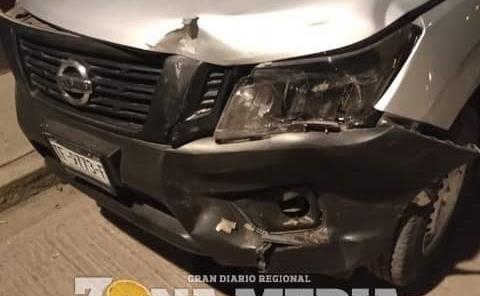 Auto estacionado fue colisionado