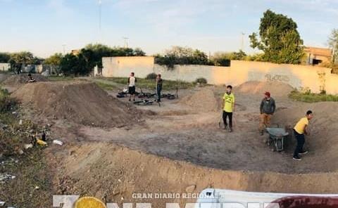 Rider's hicieron Pista para la Práctica de BMX