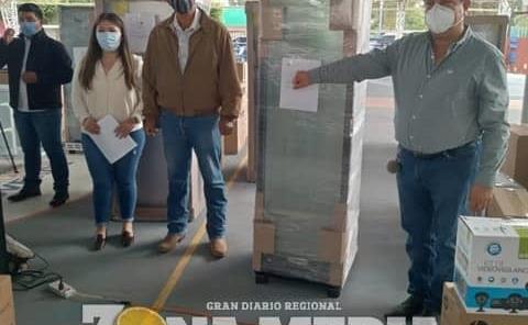 Óscar Bautista entregó equipo a empresarios