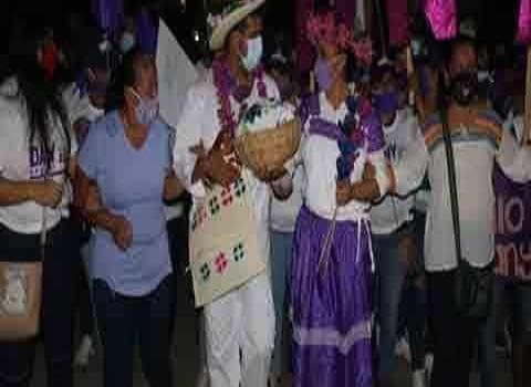 Tehuetlán, viste de Xantolo campaña de Dany Andrade