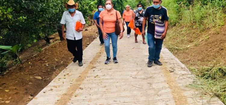 "Alcaldesa inauguró obra en ""Tazaquil"""