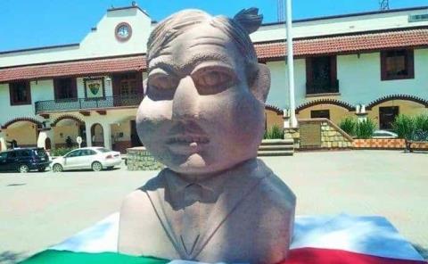 """Desaparece busto de """"AMLO-Quico"""""""