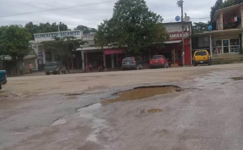 Piden rehabilitar calle en la Obrera