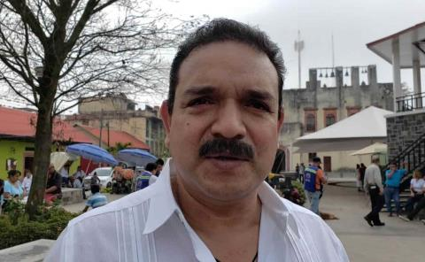Compadres de alcaldes saquean los municipios